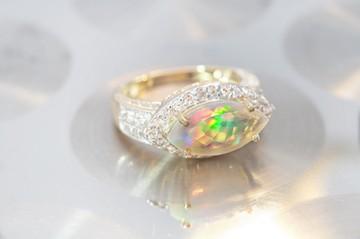 Ring-met-AAA-Welo-Opal